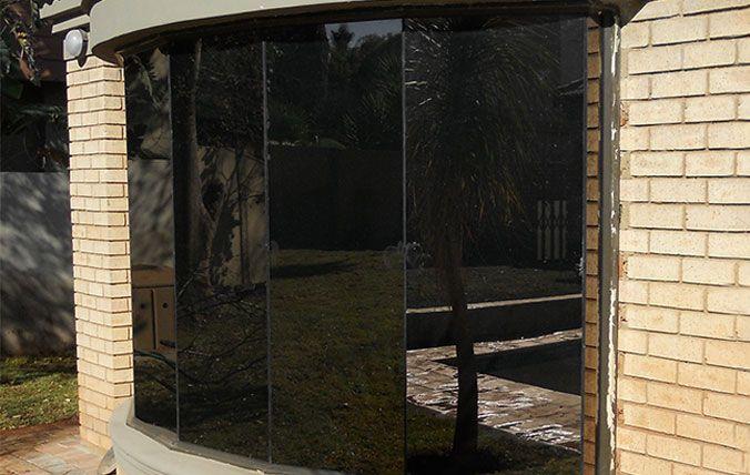 dark butt window